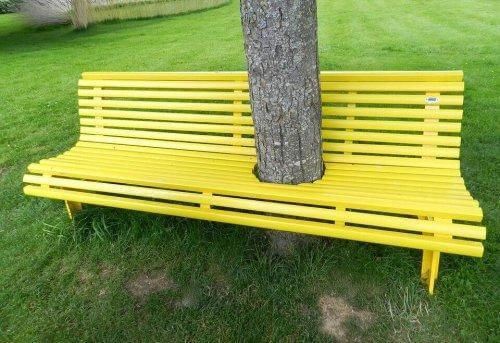 Sociofugale rum er omgivelser, der ikke lægger op til interaktion, såsom denne bænk med et træ i midten