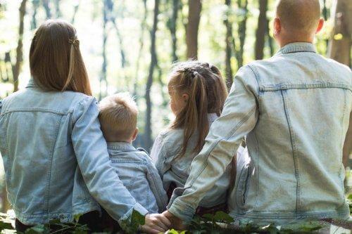 Familie i skov