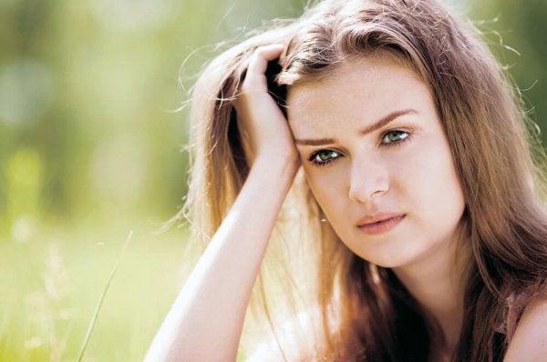 Frustreret kvinde oplever krise ved at fylde 30