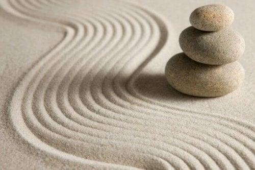 Tre sten i sandet