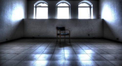Stol i tomt lokale