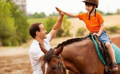 6 nyttige fordele ved terapi med heste