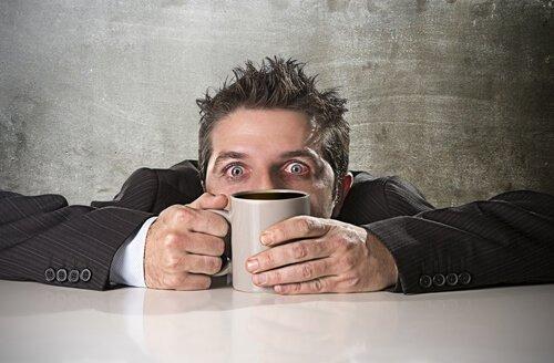 Hvordan opstår forgiftning af koffein?