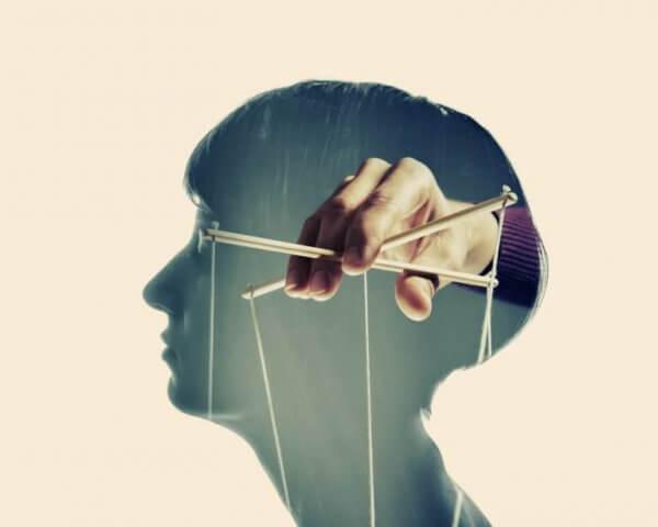 hoved med dukkestrenge