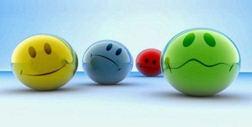 Smileyer viser forskellige ansigtsudtryk