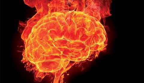 Den ængstelige hjerne illustreres med en brændende hjerne