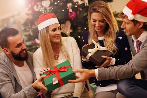 der gives gaver som en af julens traditioner