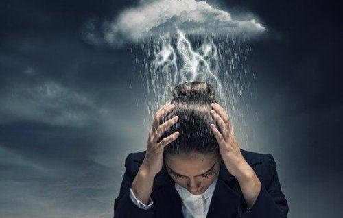 kvinde med tordensky