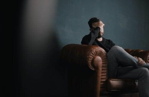En mand med sin psykolog