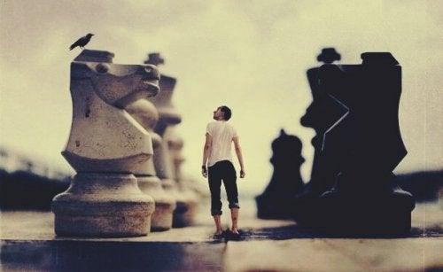 lille mand i stort skakspil