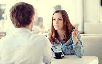 At lytte uden empati: Manglende følelsesmæssig tilknytning