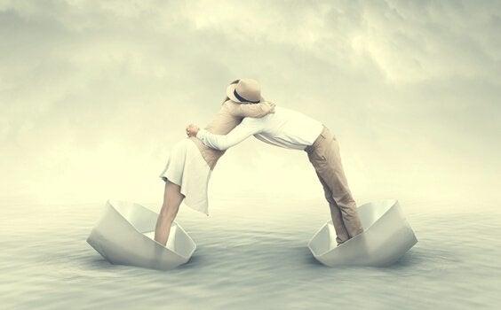 Par krammer fra hver deres båd