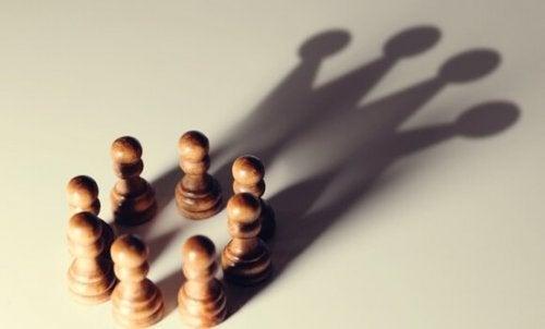5 kognitive fordomme, der favoriserer personer med magt