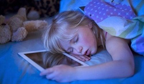 Teknologisk søvnløshed: Skærme er skyld i søvnløshed