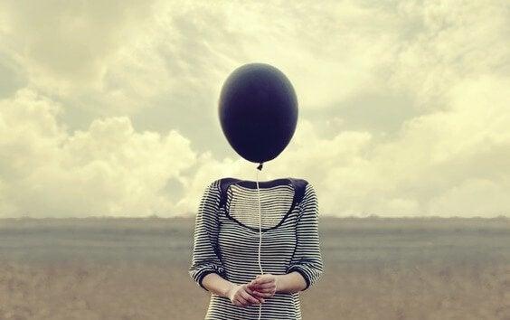 menneske med ballon som hoved