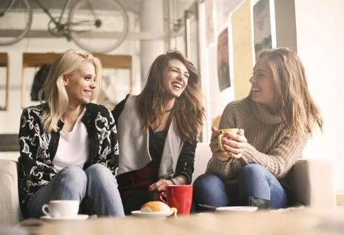 veninder på cafe opretter sande menneskelige relationer