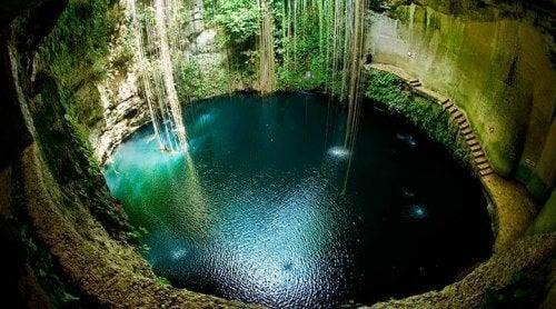 En mexicansk cenote i Yucatan