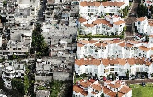 Et fattigt kvarter ved siden af et rigt kvarter