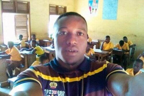 Den ghanesiske lærer med sine IT-elever uden computere