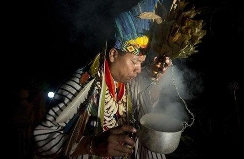 mand udfører ritual vedrørende susto