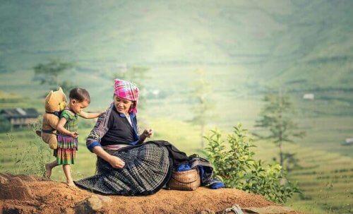en kvindelig shaman og lille dreng