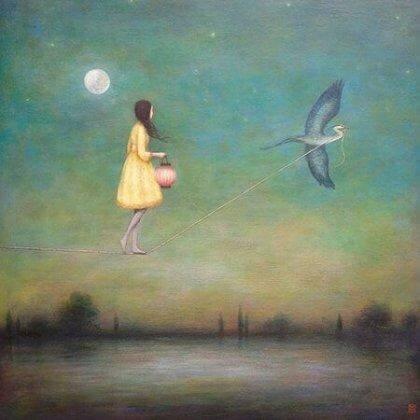 Pige går på line, som holdes af fugl