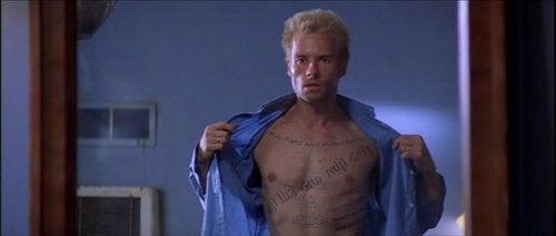 Scene fra Memento som eksempel på psykopatologi og film