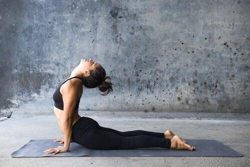 kobrastillingen er en af de bedre øvelser mod rygsmerter