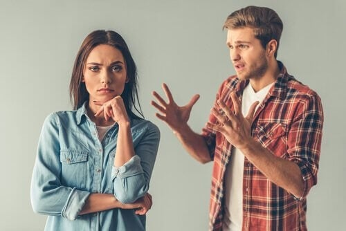 Mand, der manipulerer sin kæreste
