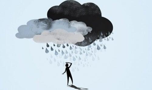 Mand under to regnskyer, dårligt selvværd og depression