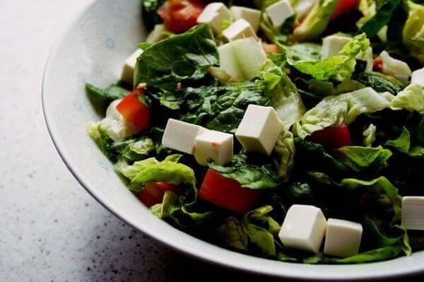 En sund salat kan være med til at bevare energien