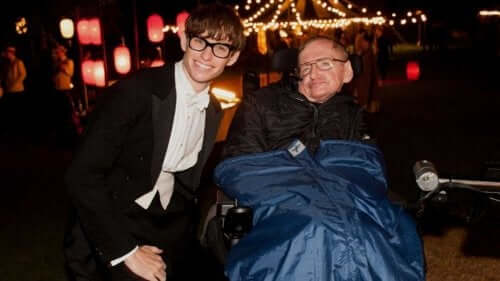 Stephen Hawking med skuespilleren fra filmen The Theory of Everything