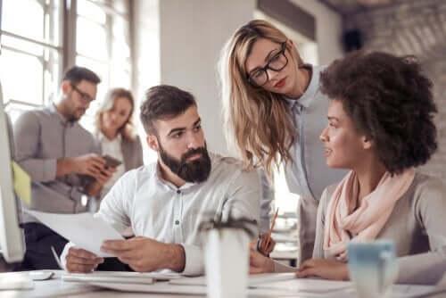 Leder i gang med at motivere ansatte