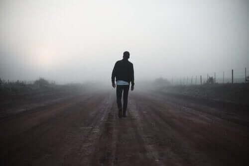 Person på vej med tåge motiveres af sin indre iværksætter
