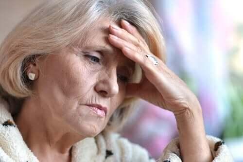 trist ældre dame