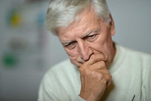 bekymret mand symboliserer depression hos ældre