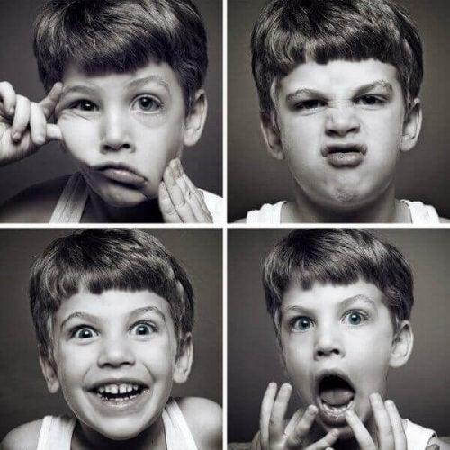 dreng med forskellige ansigtsudtryk
