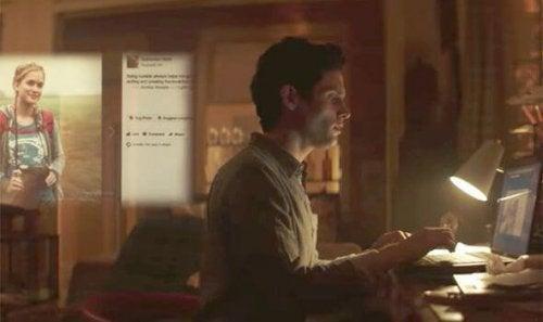 Joe er ikke på sociale medier, men han kontrollerer Beck gennem dem
