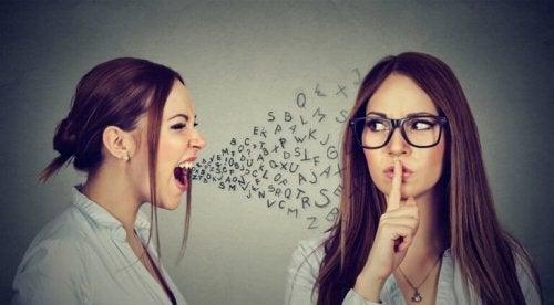Beordrende mennesker irriterer andre, fordi ingen gider føle sig kontrolleret