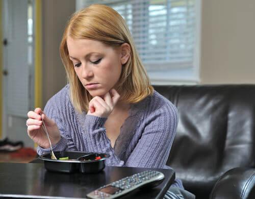 Kvinde med spiseforstyrrelse skjuler en depression