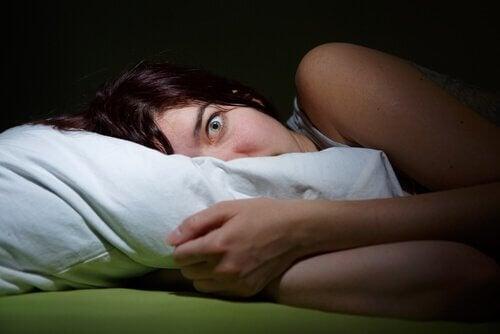 Alt, hvad du bør vide om søvnparalyse