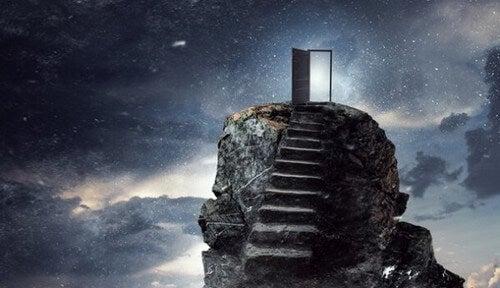 Iboende motivation illustreres af dør på toppen af klippe