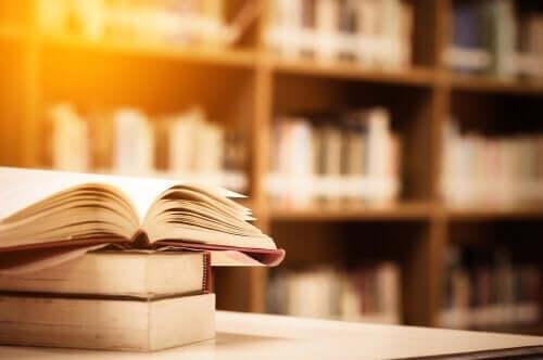 bøger på et bibliotek