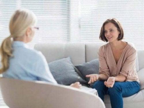 kvinde, der får terapi mod generaliseret angst