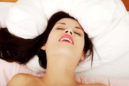 Kvinde i seng symboliserer libido