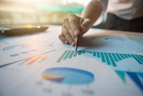 Mål for spredning i statistik og stikprøver