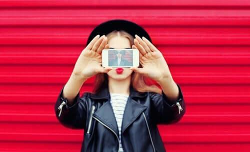 At skabe en falsk identitet på sociale netværk