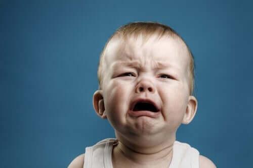 baby, der græder