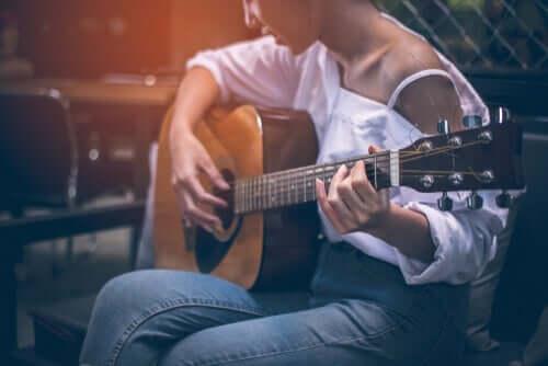 lær at spille på et instrument