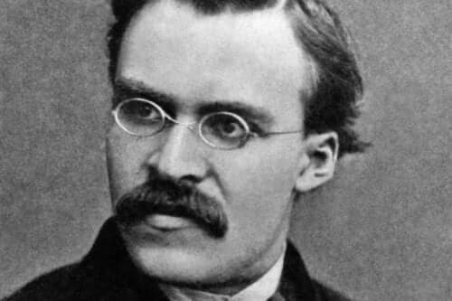 Et sort-hvidt foto af Nietzsche